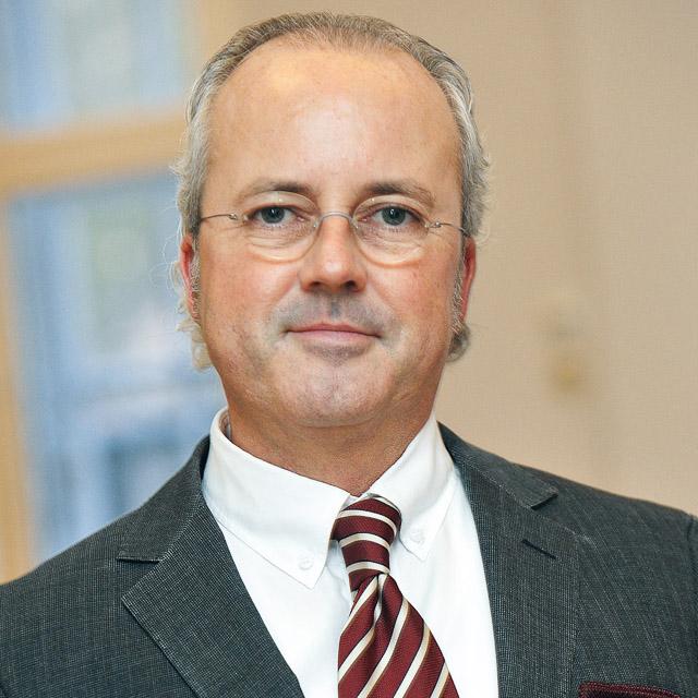 DR. MARKUS MÖLLER